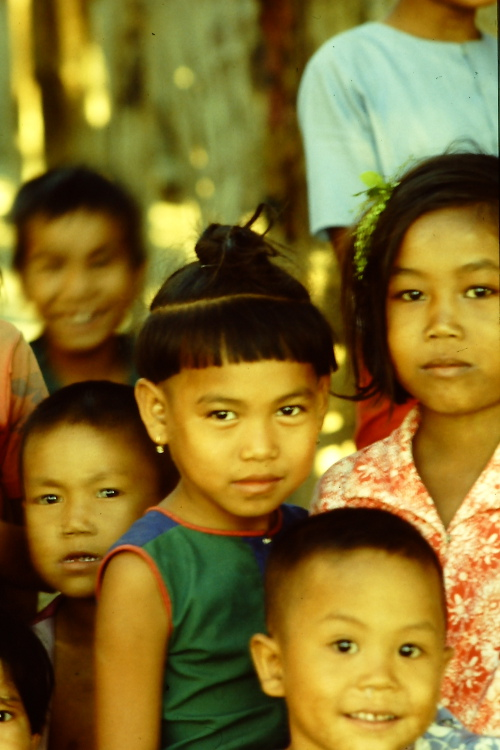 mandalay-children-riverside