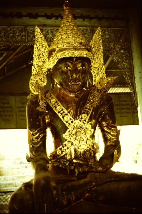 mandalay-statue-gold-and dark