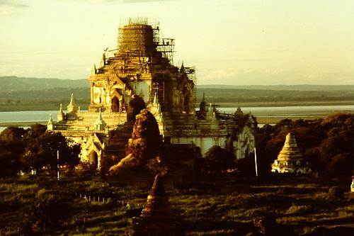 pagoda-pagan-under-scaffold