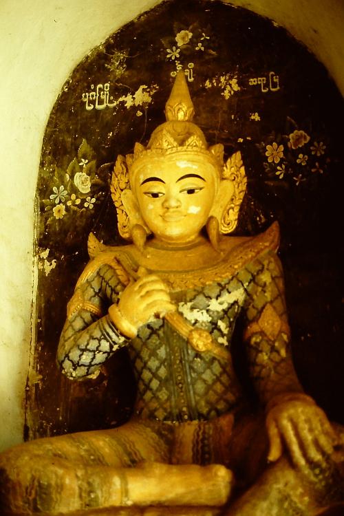 statue-pagan-sitting
