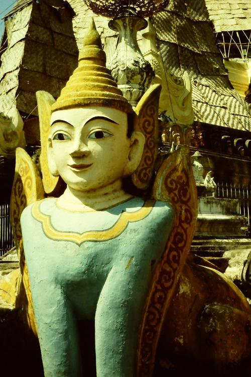 shwedagon-statue