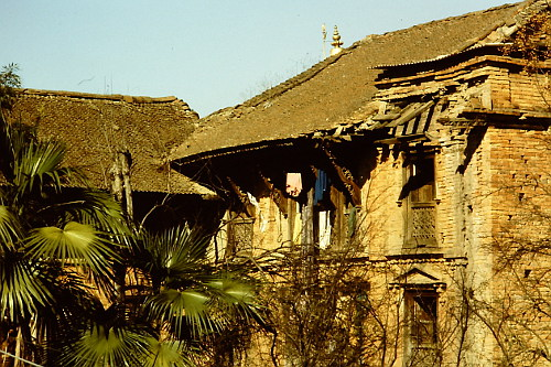 dilapidating-old-houses