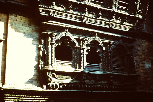 carved-windows-kathmandu