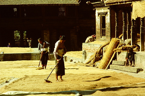 bhaktapur-street-scene