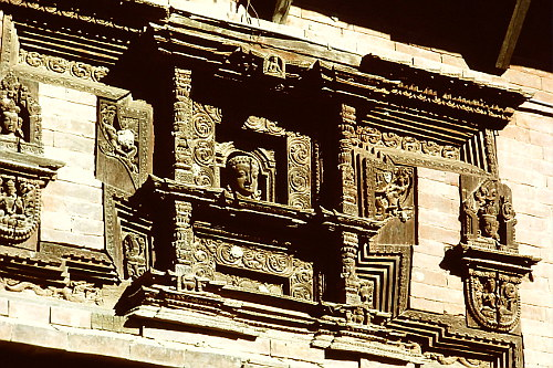wooden-carvings-bhadgaon