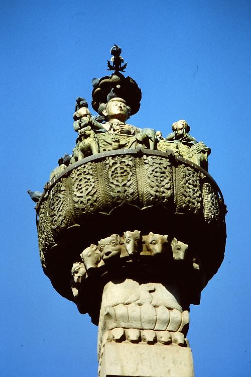 king-yoganarendra-malla-statue