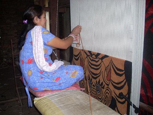 tiger-rug-knotting