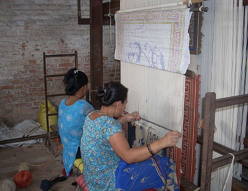 traditional-rug-loom
