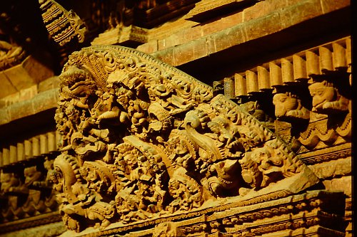 wood-carving-nepal9